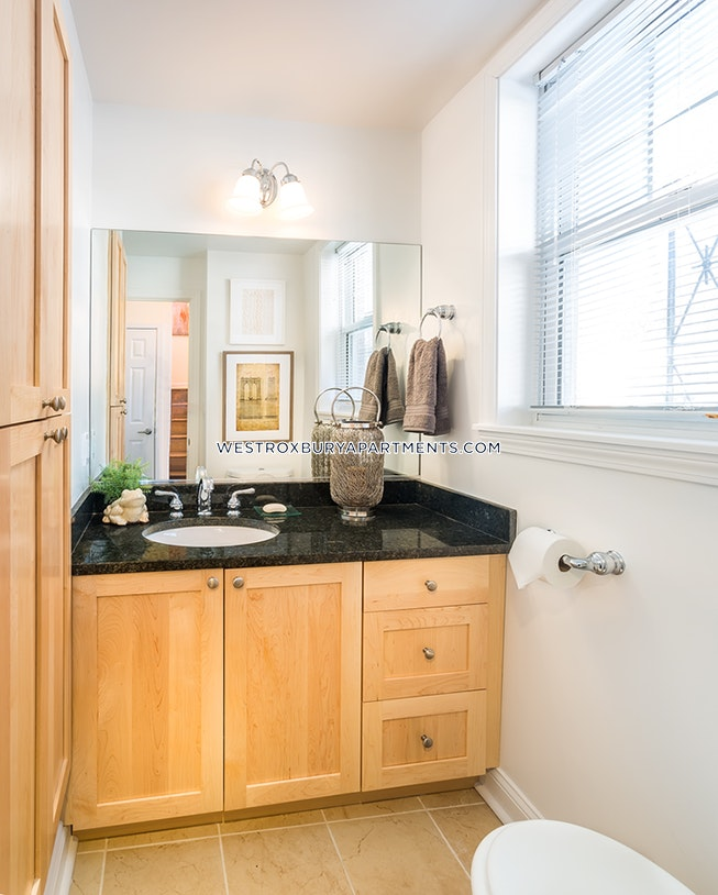 BOSTON - WEST ROXBURY - $2,680 /mo
