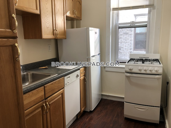 brookline-1-bed-1-bath-heat-and-hot-water-included-on-riverway-brookline-village-2000-3750810