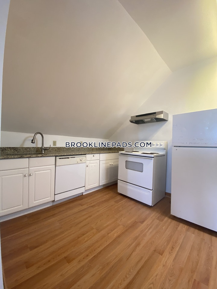 brookline-amazing-natural-light-in-this-spacious-and-airy-unit-with-hardwood-flooring-chestnut-hill-2000-584602