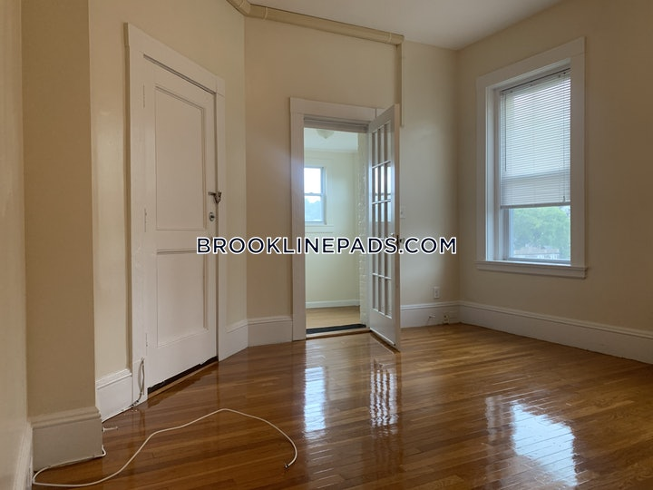 brookline-beautiful-1-bed-1-bath-with-a-den-on-beacon-street-in-brookline-coolidge-corner-2350-624394