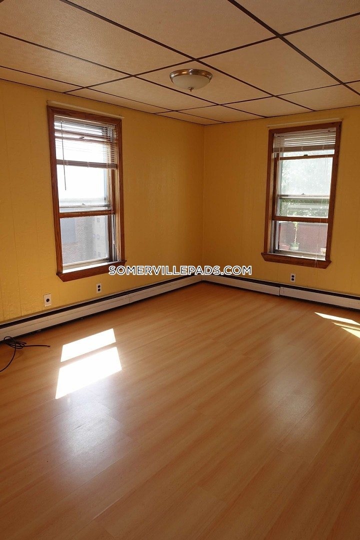 3-beds-1-bath-somerville-dali-inman-squares-2700-88650