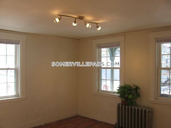 3-beds-2-baths-somerville-dali-inman-squares-3200-398194