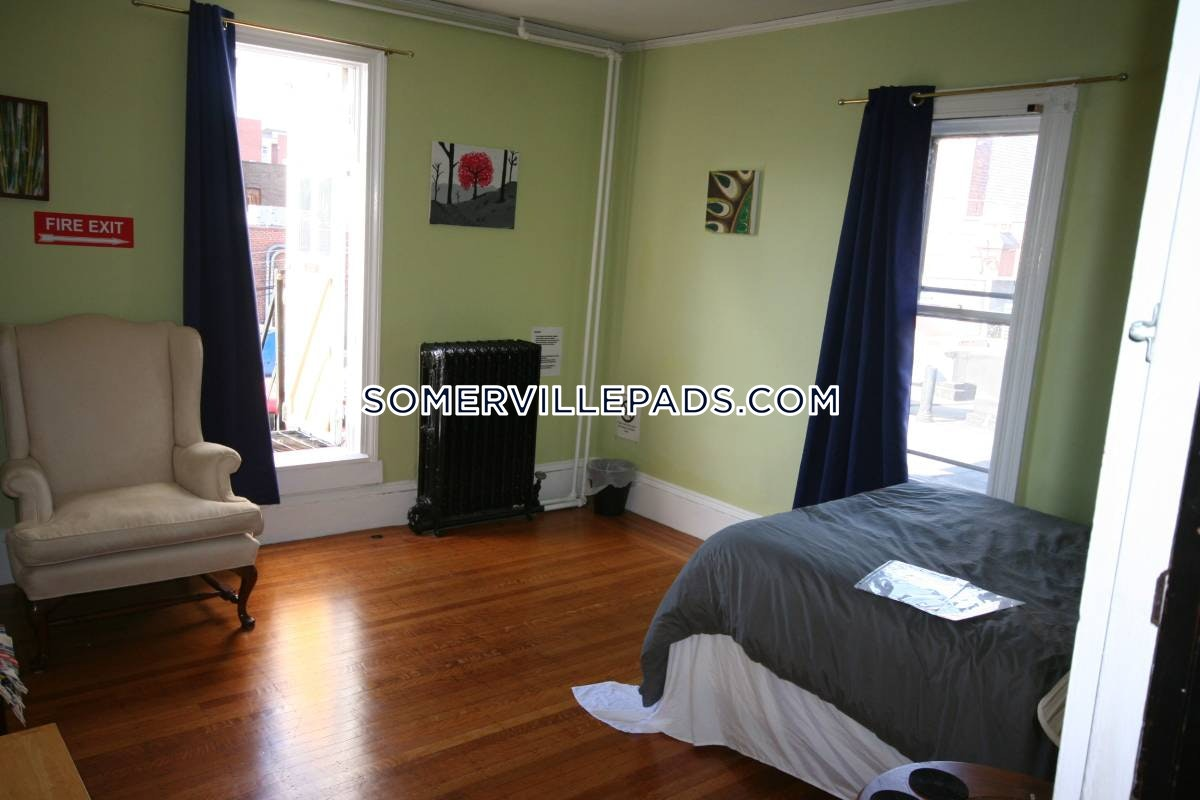 4-beds-2-baths-somerville-davis-square-3600-385786