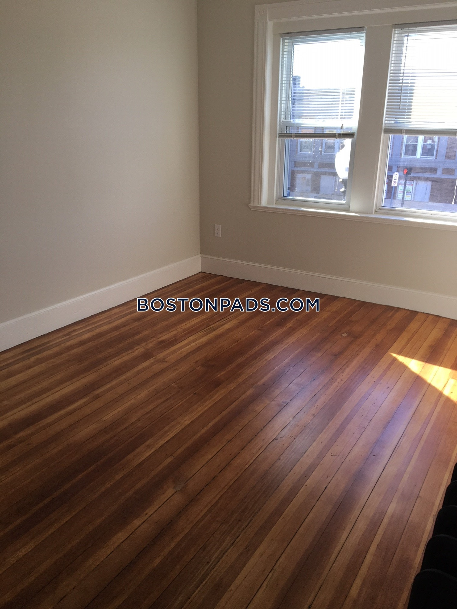 4-beds-1-bath-somerville-magounball-square-3200-451626