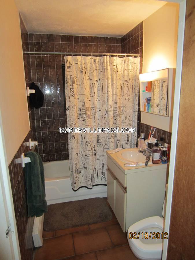 2-beds-1-bath-somerville-porter-square-2000-452085