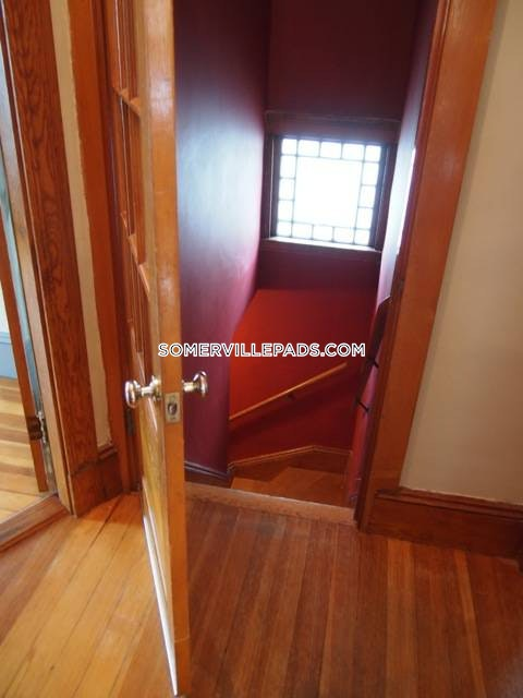 3-beds-1-bath-somerville-tufts-3000-427582