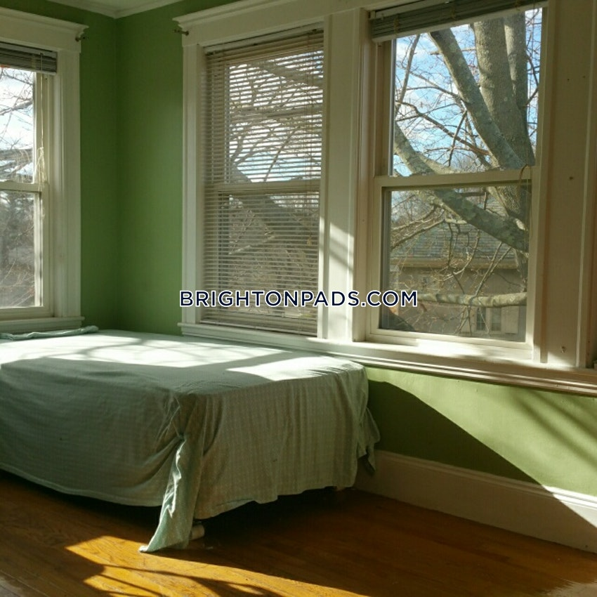 NEWTON - CHESTNUT HILL - 4 Beds, 2 Baths - Image 9