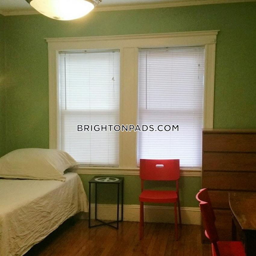 NEWTON - CHESTNUT HILL - 4 Beds, 2 Baths - Image 10