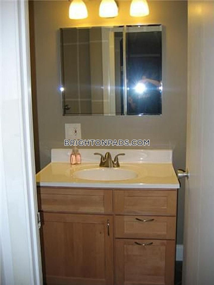BOSTON - BRIGHTON - OAK SQUARE - 1 Bed, 1 Bath - Image 1