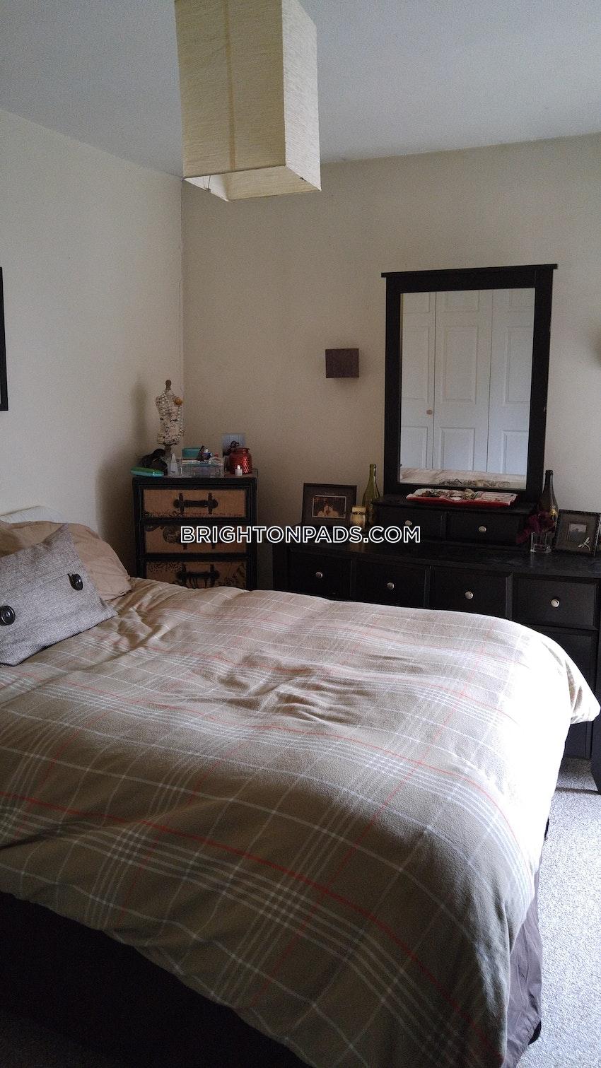 BOSTON - BRIGHTON - OAK SQUARE - 1 Bed, 1 Bath - Image 4