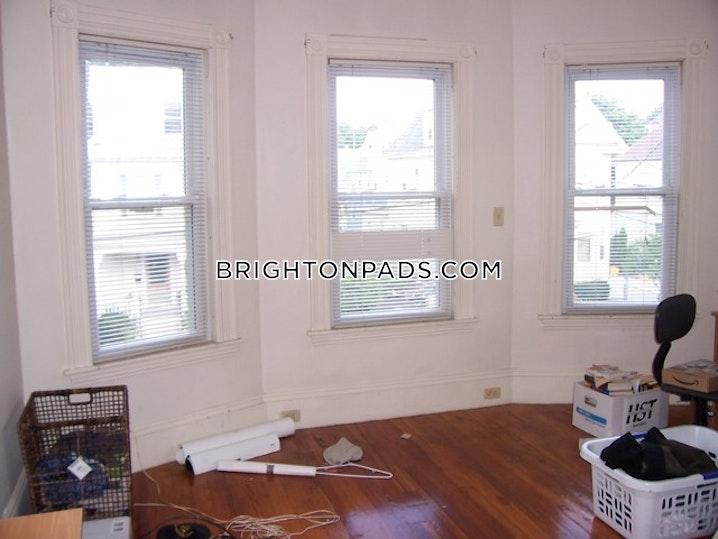 BOSTON - BRIGHTON - OAK SQUARE - 3 Beds, 1 Bath - Image 4