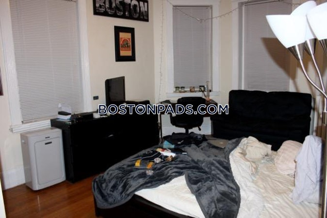 Fenway/kenmore Awesome 5 bed 2 bath unit on Park Dr in Fenway Boston - $5,500
