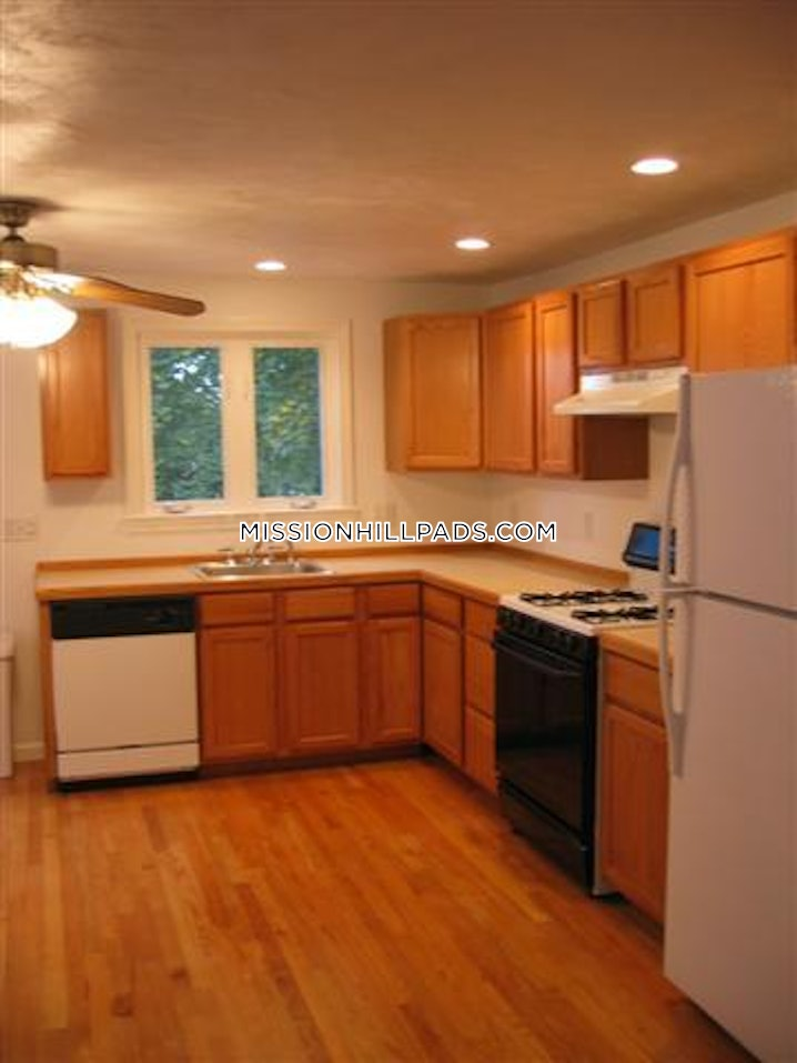 Boston - Mission Hill - 3 Beds, 2.5 Baths - $4,000