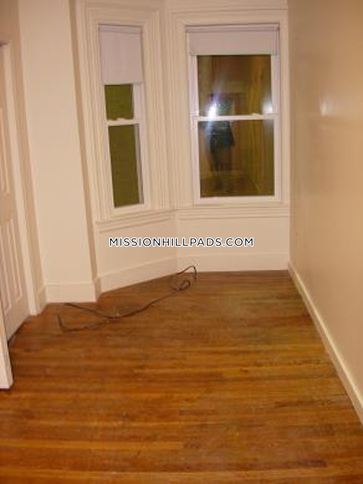 Boston - Mission Hill - 4 Beds, 1 Bath - $3,700