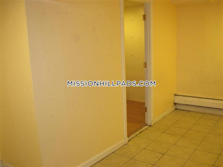 Boston - Mission Hill - 4 Beds, 2 Baths - $3,700