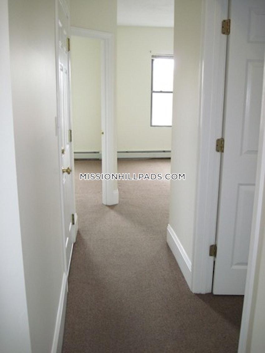 BOSTON - MISSION HILL - 3 Beds, 1 Bath - Image 11