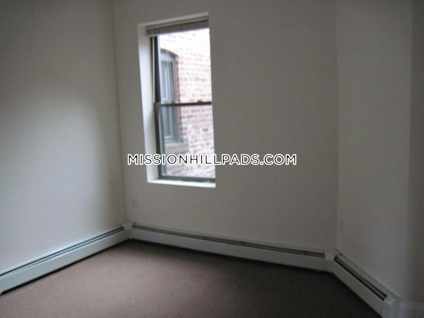 BOSTON - MISSION HILL - 3 Beds, 1 Bath - Image 12