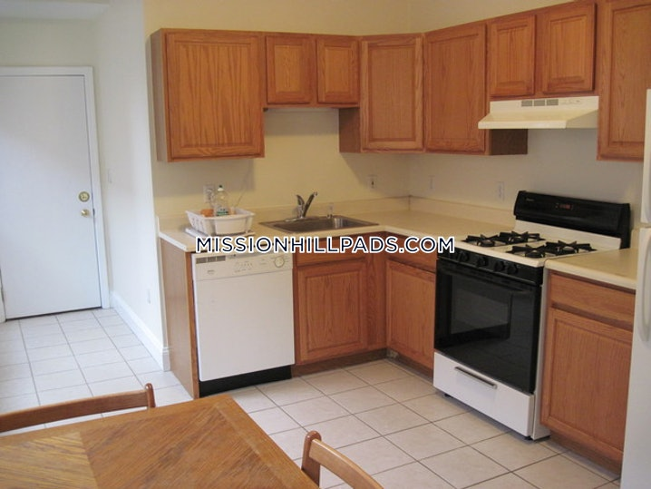 Boston - Mission Hill - 3 Beds, 1 Bath - $2,900