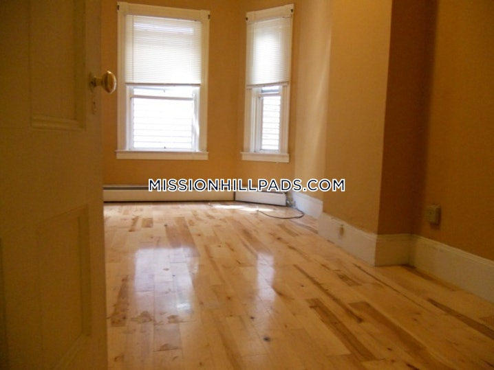 Boston - Mission Hill - 3 Beds, 1 Bath - $2,800