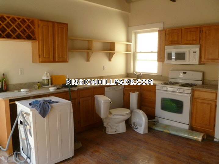 Boston - Mission Hill - 4 Beds, 1 Bath - $3,600