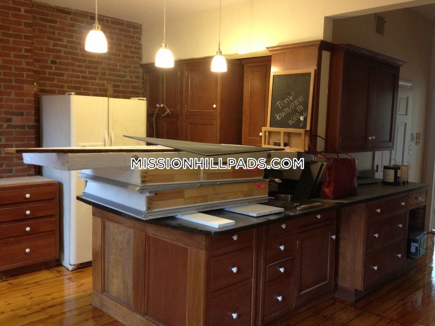 BOSTON - MISSION HILL - 3 Beds, 2 Baths - Image 6