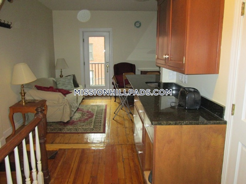 BOSTON - MISSION HILL - 3 Beds, 2 Baths - Image 1