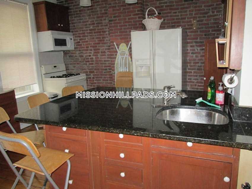 BOSTON - MISSION HILL - 3 Beds, 2 Baths - Image 10