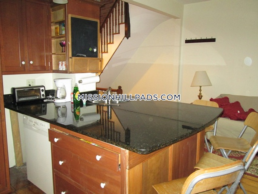 BOSTON - MISSION HILL - 3 Beds, 2 Baths - Image 8