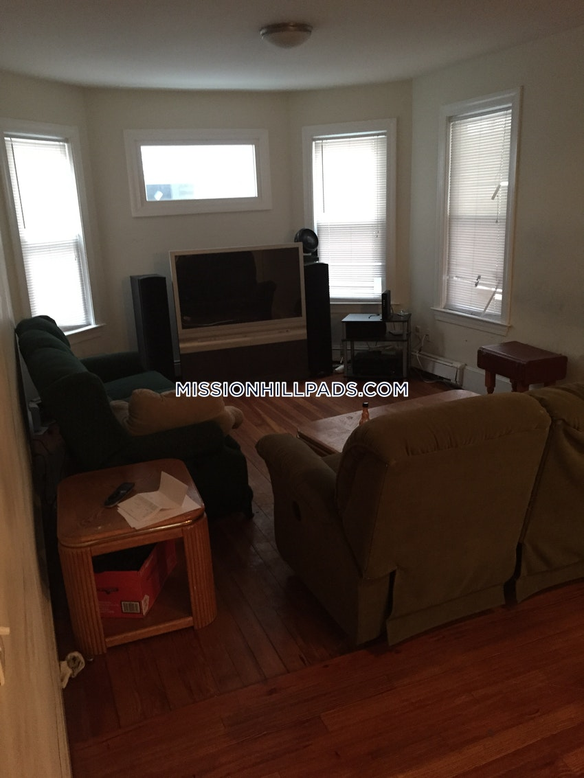 BOSTON - MISSION HILL - 5 Beds, 2 Baths - Image 1