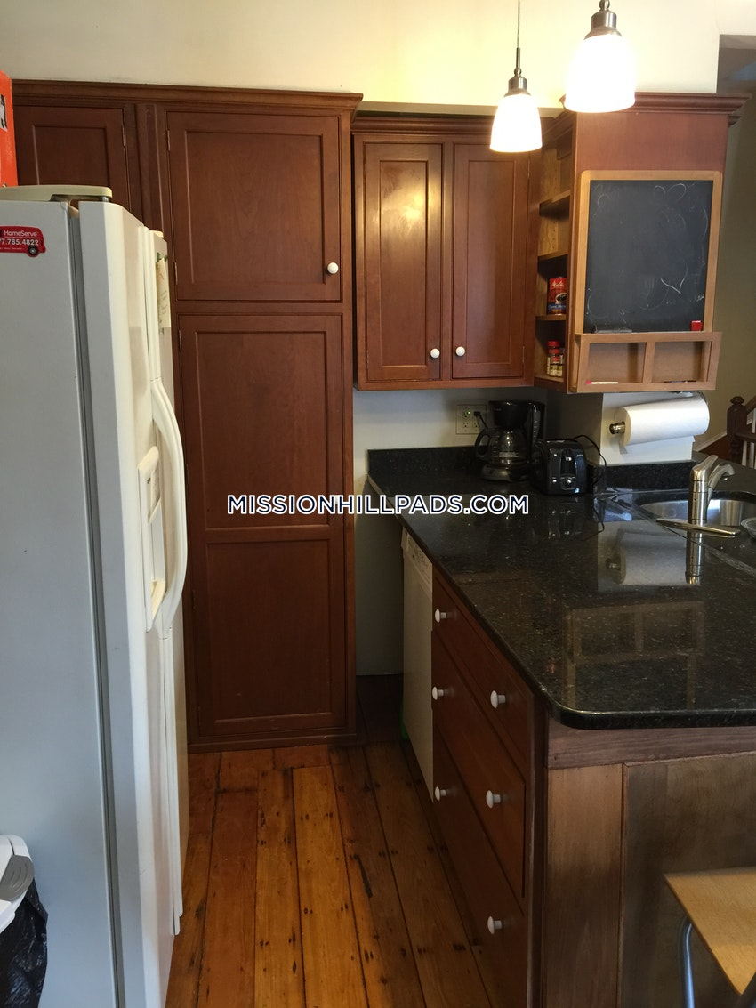 BOSTON - MISSION HILL - 3 Beds, 2 Baths - Image 3