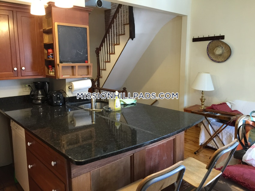BOSTON - MISSION HILL - 3 Beds, 2 Baths - Image 5