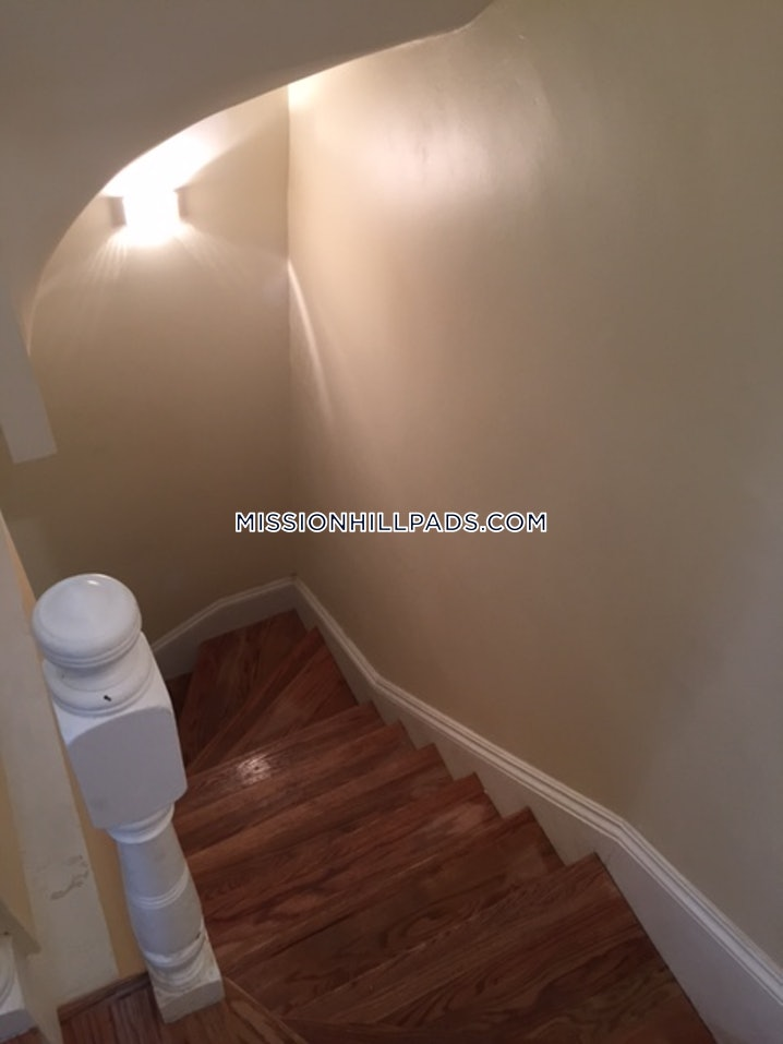 Boston - Mission Hill - 3 Beds, 2 Baths - $3,500