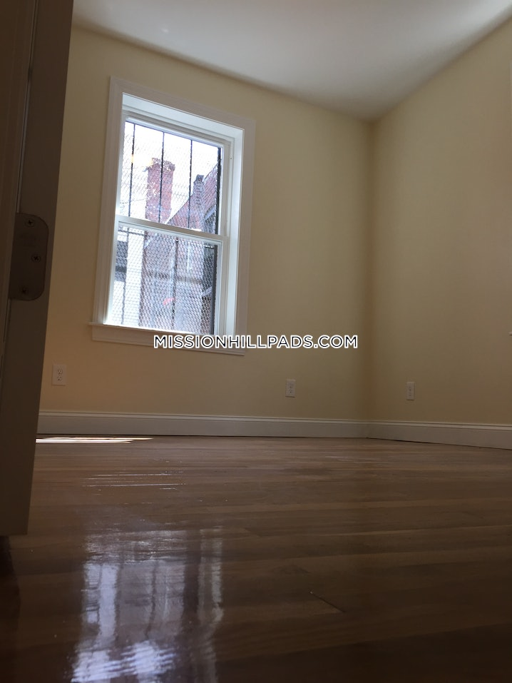 Boston - Mission Hill - 4 Beds, 2 Baths - $3,900