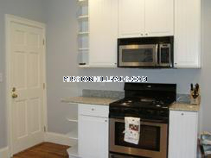 BOSTON - MISSION HILL - 4 Beds, 1 Bath - Image 10