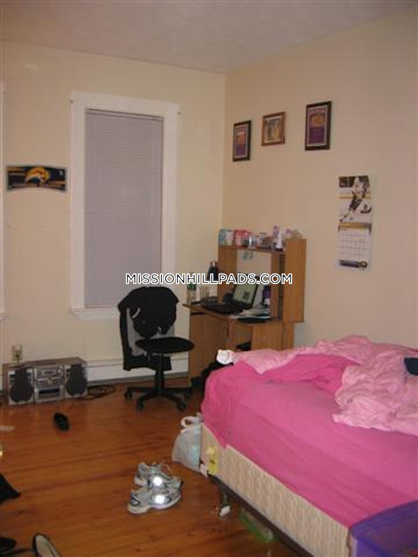 BOSTON - MISSION HILL - 3 Beds, 1 Bath - Image 6