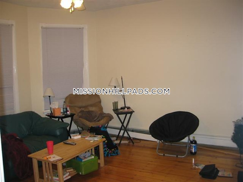 BOSTON - MISSION HILL - 3 Beds, 1 Bath - Image 9