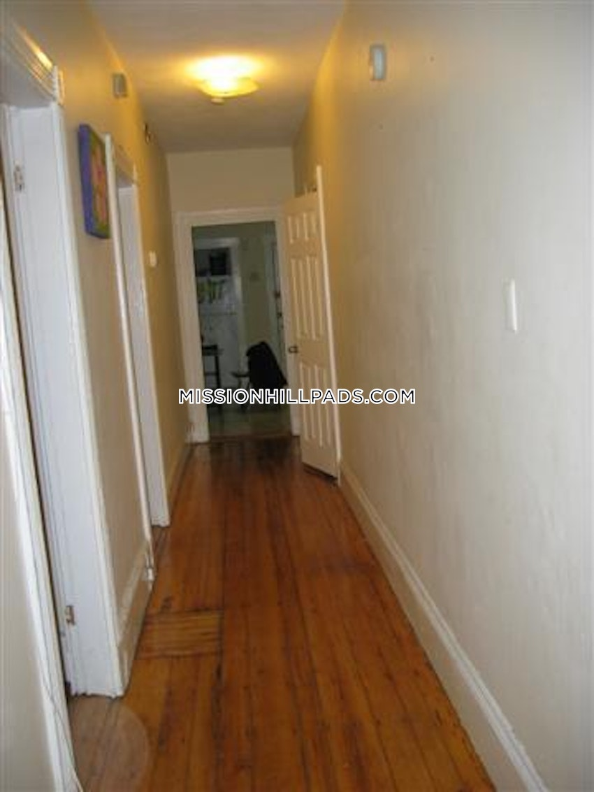 BOSTON - MISSION HILL - 3 Beds, 1 Bath - Image 10