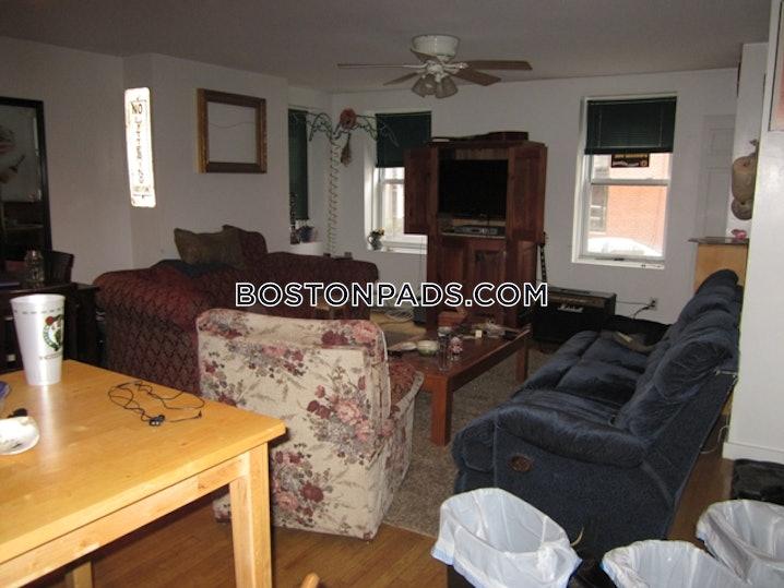 Boston - North End - 2 Beds, 1 Bath - $2,800