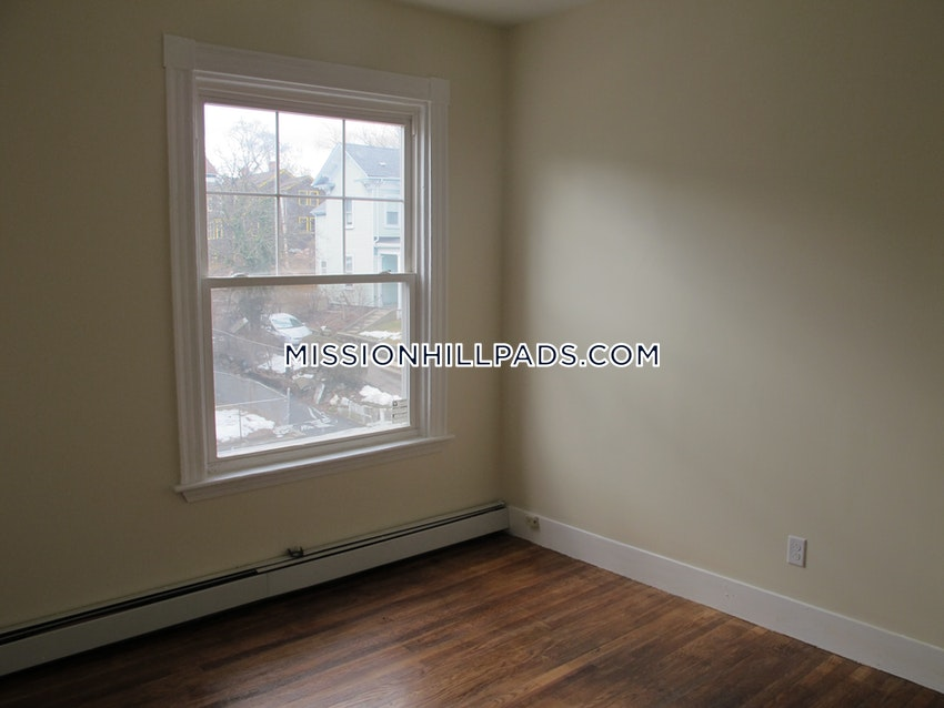 BOSTON - ROXBURY - 2 Beds, 1 Bath - Image 5