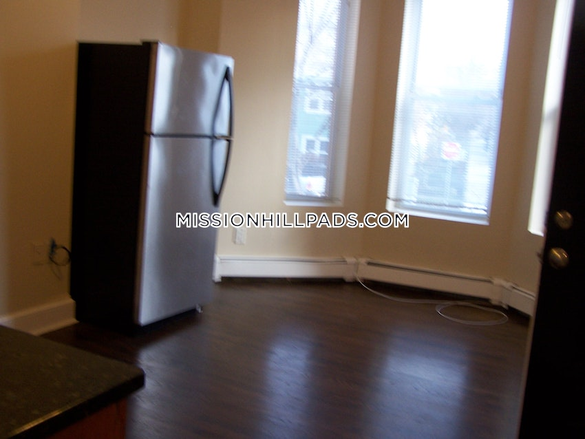 BOSTON - ROXBURY - 2 Beds, 1 Bath - Image 9