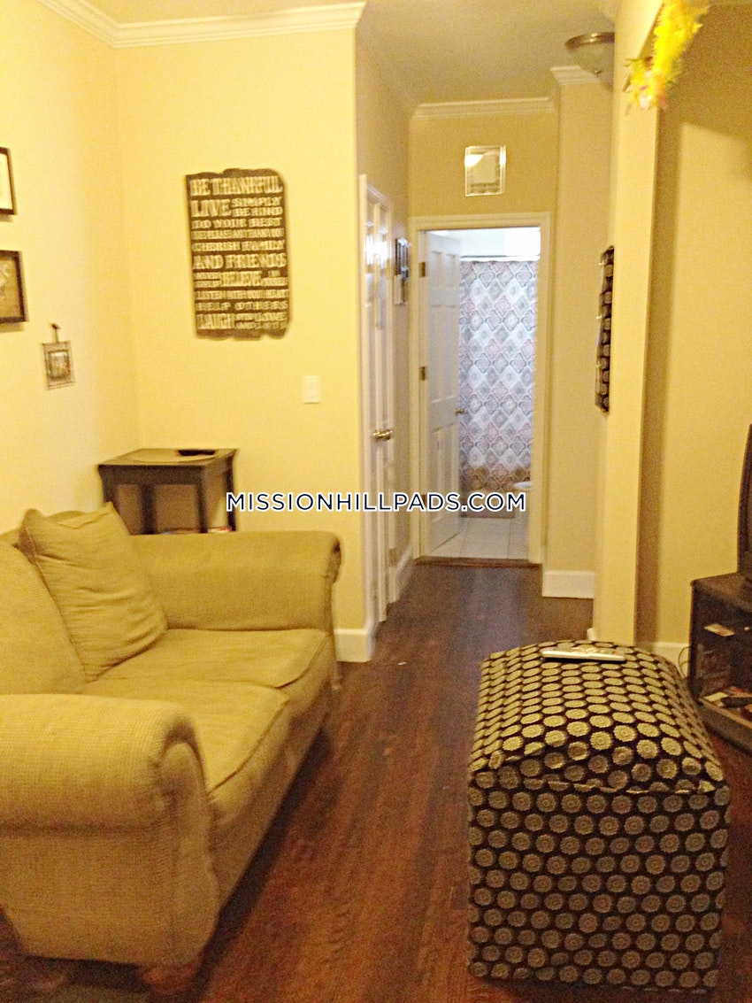 BOSTON - ROXBURY - 2 Beds, 1 Bath - Image 3