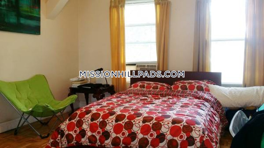 BOSTON - ROXBURY - 4 Beds, 2 Baths - Image 9