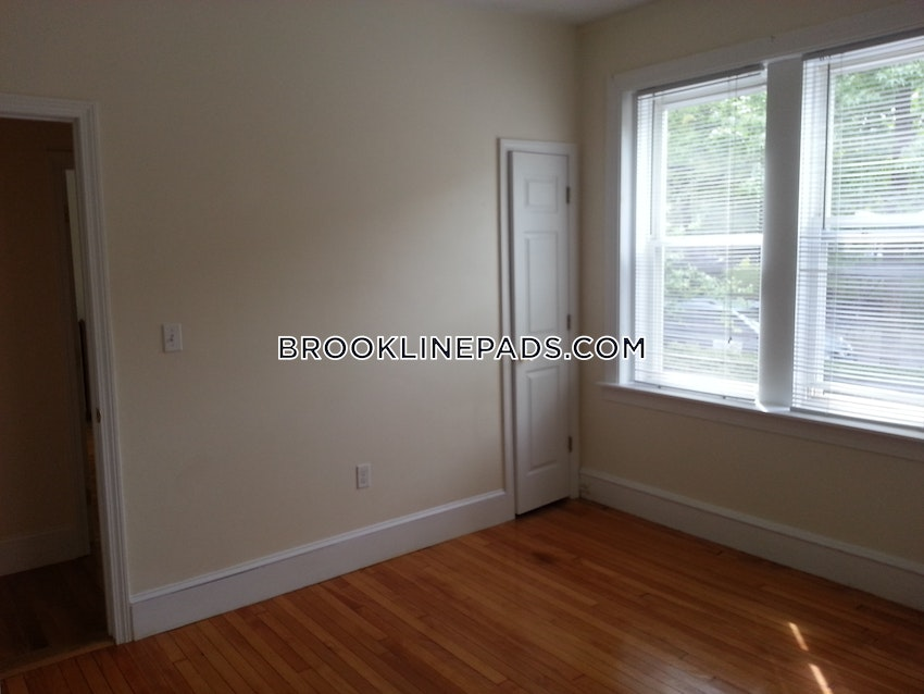 BROOKLINE- BOSTON UNIVERSITY - 3 Beds, 1 Bath - Image 3