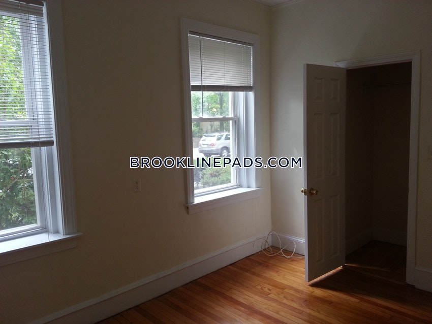 BROOKLINE- BOSTON UNIVERSITY - 3 Beds, 1 Bath - Image 2
