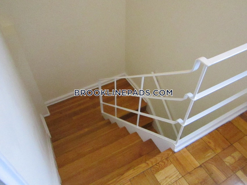 BROOKLINE - CHESTNUT HILL - 2 Beds, 1 Bath - Image 3