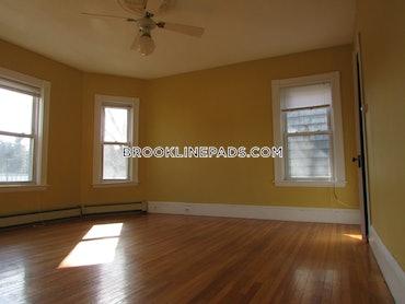 Washington Square, Brookline, MA - 2 Beds, 1 Bath - $2,500 - ID#3825507