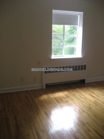 2 Beds 1 Bath - Brookline- Coolidge Corner $3,170
