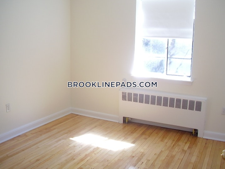 Brookline- Coolidge Corner - 2 Beds, 1 Bath - $3,170