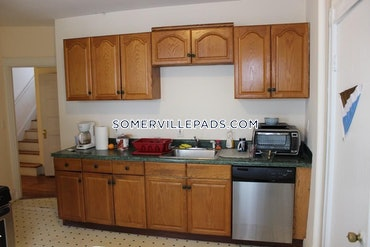 Tufts, Somerville, MA - 4 Beds, 1 Bath - $4,000 - ID#3819751