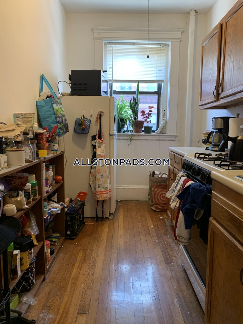BOSTON - ALLSTON - 3 Beds, 1 Bath - Image 4